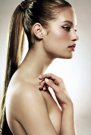 Волосы на груди у женщины