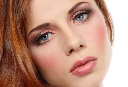 Макияж для рыжих волос: для голубых глаз