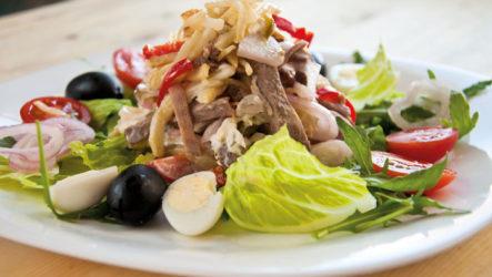 Простые, вкусные салаты к новогоднему столу