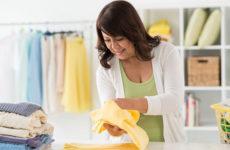 Премудрости хороших хозяек: как складывать футболку