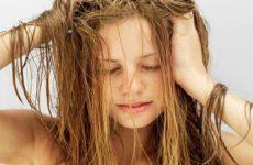 Почему быстро салятся волосы? Как избавиться от излишней жирности?